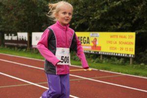 Alle leerlingen uit de Schagen en de voormalige gemeente Zijpe kunnen deelnemen aan de Scholierenveldloop. (Foto: Sportservice Noord-Holland)